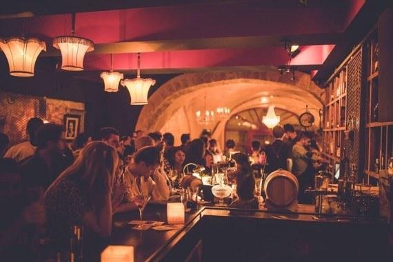 Rencontre Montpellier : tous les lieux et application pour rencontrer des célibataires dans l'Hérault.